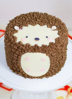 This Hedgehog Cake is easy to make and he'll be the talk of your party table. Check out the Woodland Animal Cakes too. Fancy Cakes, Cute Cakes, Pretty Cakes, Beautiful Cakes, Amazing Cakes, Fondant Cakes, Cupcake Cakes, Mini Cakes, Hedgehog Cake
