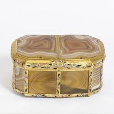 Agate double box mounted in enamelled gold, probably made by Noel Hardivilliers, Paris 1740-2