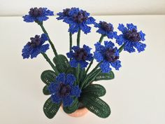 How to crochet a Cornflower Crochet Small Flower, Knitted Flowers, Crochet Flower Patterns, Thread Crochet, Crochet Yarn, Crochet Bouquet, Wonderful Flowers, Crochet Videos, Small Flowers