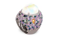 18k white gold ring with rainbow opal