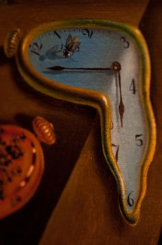 """Close-up photo of a melting clock in Salvador Dali's painting 'The Persistence of Memory"""". Dali Clock, Figueras, Salvador Dali Paintings, Dali Tattoo, Surrealism Painting, Magritte, Art Moderne, Close Up Photos, Surreal Art"""