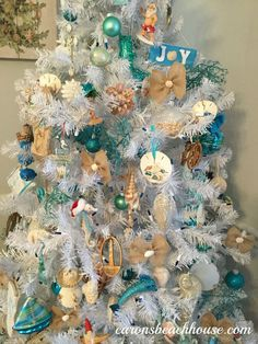 Coastal Christmas Trees at Carons Beach House. Beach Christmas Trees, Coastal Christmas Decor, Nautical Christmas, Tropical Christmas, Christmas Tree Themes, Outdoor Christmas Decorations, Blue Christmas, Xmas Tree, Christmas Holidays