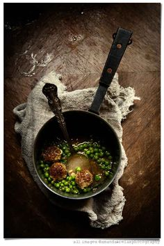 Pea soup with sausage and bulgur meatballs
