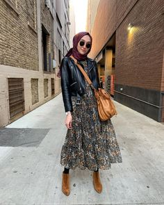 42 Ideas fashion hijab casual dresses muslim for 2019 - - 42 Ideas fashion hijab casual dresses muslim for 2019 Source by grownandcurvywo Hijab Casual, Hijab Outfit, Hijab Chic, Street Hijab Fashion, Muslim Fashion, Modest Fashion, Fashion Outfits, Ladies Fashion, Dress Fashion