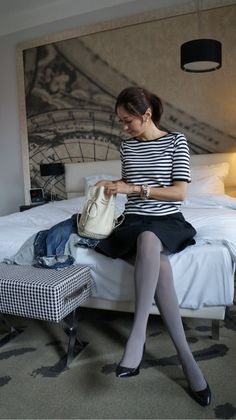 Lovely grey tights totally make this classy outfit Office Fashion, Daily Fashion, Love Fashion, Autumn Fashion, Fashion Outfits, Womens Fashion, Fashion Trends, Grey Tights, Wool Tights