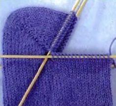 Knitting Stitches, Knitting Socks, Baby Knitting, Knitted Hats, Knitting Patterns, Crochet Slippers, Knit Crochet, Baby Boots, Crochet For Kids