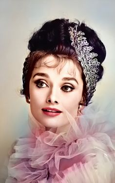 Audrey Hepburn photographed as Eliza Doolittle for My Fair Lady, 1964 Audrey Hepburn Pictures, Audrey Hepburn Born, Golden Age Of Hollywood, Classic Hollywood, Old Hollywood, Eliza Doolittle, My Fair Lady, Character Sketches, Classic Movies