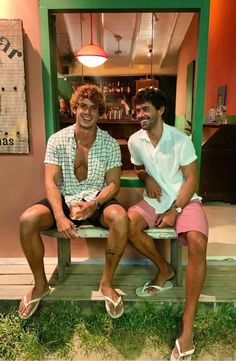 Barefoot Men, Mens Flip Flops, Casual Outfits, Casual Clothes, Male Feet, Mode Masculine, Swim Shorts, Summer Looks, Cute Guys