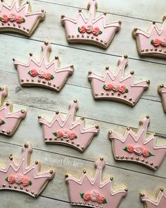 Princess crown birthday cookies by Raining Cookies Cookies Fondant, Iced Cookies, Cupcake Cookies, Sugar Cookies, Cupcakes, Princesse Party, Biscuit Decoration, Crown Cookies, Sunflower Cookies