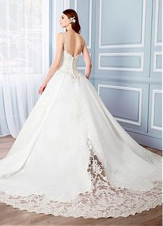 Gorgeous Satin Spaghetti Straps Neckline Ball Gown Wedding Dresses With Lace Appliques