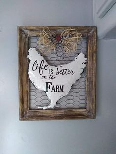 Barn Wood Picture Frames, Picture Frame Crafts, Dollar Tree Decor, Dollar Tree Crafts, Diy Home Crafts, Handmade Crafts, Farmhouse Style Decorating, Farmhouse Decor, Chicken Wire Crafts