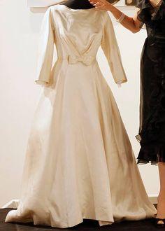 Tbt audrey hepburn s 3 wedding dresses the wedding dress that never