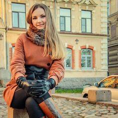 Heels, Boots & Gloves Mode Russe, Elegant Gloves, Fashion Desinger, Gloves Fashion, Womens Wetsuit, Black Leather Gloves, Long Gloves, Leather Fashion, Winter Gloves