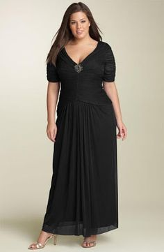 Elegant dresses for chubby women if we are to attend a wedding or party and we are rising weight and the clothes we no longer have, do n. Vestidos Gg, Vestidos Plus Size, Plus Size Gowns, Evening Dresses Plus Size, Plus Size Outfits, Evening Gowns, Curvy Fashion, Plus Size Fashion, Dress For Chubby
