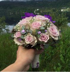 Lilla brudebukett med morning dew roser, ceropegia, gypsophilia og lilla wanda Bouquets, Floral Wreath, Crown, Wreaths, Jewelry, Decor, Corona, Jewlery, Decoration