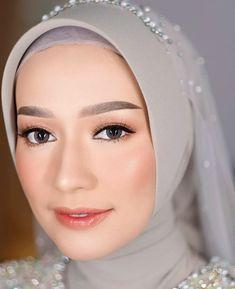 Hijabi Wedding, Muslimah Wedding Dress, Hijab Bride, Hijab Makeup, Skin Makeup, Wedding Makeup Looks, Wedding Looks, Engagement Makeup, Make Up Pengantin