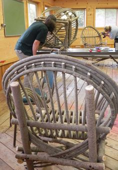 Bent Willow Chair made in class at Sievers Willow Furniture, Diy Garden Furniture, Furniture Repair, Primitive Furniture, Rustic Furniture, Furniture Decor, Sticks Furniture, Deco Nature, Homemade Furniture