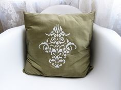 Silk decorative pillow- easy how to on stenciling patterns onto any pillow!