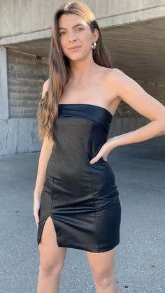 Girls Fashion Clothes, Women's Fashion Dresses, Sexy Dresses, Teenager Fashion Trends, Front Slit Dress, Leder Outfits, Girl Dress Patterns, Leather Dresses, Tube Dress