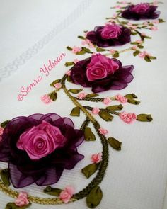 This Pin was discovered by Sev Silk Ribbon Embroidery, Hand Embroidery Patterns, Embroidery Stitches, Diy Flowers, Crochet Flowers, Fabric Flowers, Brazilian Embroidery, Hand Applique, Ribbon Art