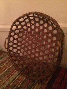 AAFA ~ Antique Shaker Red Cheese Basket  ~~FREE SHIPPING~~ #Americana #Shakerhandwoven Basket Weaving, Hand Weaving, Primitive Crafts, Primitive Decorations, Cheese Baskets, Painted Baskets, Nantucket Baskets, Bee Skep, Shaker Furniture