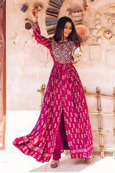 Dress Indian Style, Indian Fashion Dresses, Indian Gowns Dresses, Indian Designer Outfits, Pakistani Dresses, Pakistani Bridal, Fashion Outfits, Anarkali, Lehenga