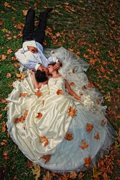 autumn wedding pic with leaves