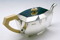 Teapot of English Art Deco Sterling Silver Coffee and Tea Service, Emile Viners, Sheffield, 1938/39