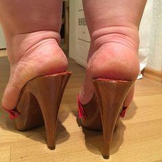 Repost Dry Heels  #feet #foot #footfetish #legs #footjob #footporn #sexyfeet #footgoddess #sexytoes #footlovers #pedicure #footmodel #toes #bbwlegs #platformheels #arches #feetlovers #bbw #beautifulfeet #roughheels #chubbylegs #shoes #heels #dryheels #highheels #sexyshoes #leglovers #mules #stilettos #footqueen