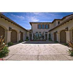 Pictures of Justin Bieber's new house in Calabasas! Mansion Bedroom, Mansion Interior, Gwyneth Paltrow, Calabasas Homes, Kardashian Home, Kardashian Jenner, Design Garage, Exterior Design, Luxury Garage