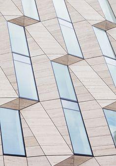 Window space. Xk #kellywearstlerXdomino #myvibemylife #geometric