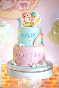 This Little Star Birthday Party is perfect for a twins first birthday party! Half Birthday Cakes, 1st Birthday Cake For Girls, Strawberry Birthday Cake, Twin First Birthday, Homemade Birthday Cakes, Twin Birthday Themes, Cake Designs For Boy, Baby Reveal Cakes, Twins Cake