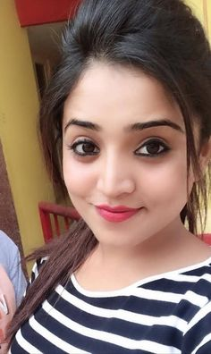 Girls Dp Stylish, Stylish Girl Images, Cute Girl Pic, Cute Girls, Girl Pictures, Girl Photos, Beautiful Girl Makeup, Profile Picture For Girls, Profile Pics