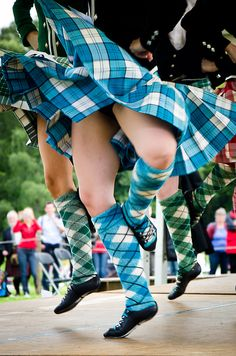 Kilt with black jacket from the waist down Celtic Dance, Irish Dance, Scottish Costume, Scottish Highland Dance, Guys In Skirts, Lycra Men, Kinds Of Dance, Man Skirt, Tartan