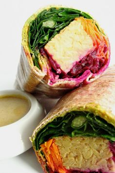Quick & easy vegan tempeh roll sandwich made with lettuce, beets, carrots and delicious creamy sauce. Super tasty, filing and healthy ! Sean and I like Yummy Easy Vegetarian Dinner, Vegan Meal Prep, Vegetarian Recipes, Healthy Recipes, Rolled Sandwiches, Healthy Sandwiches, Vegetable Couscous, Vegan Sandwich Recipes, Quick Easy Vegan