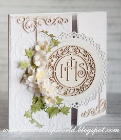 I& like to show you two First Communion Cards. The first one is richly decorated with the ornamented Host in the middle. The wing. First Communion Cards, First Holy Communion, Baptism Gifts, Handmade Decorations, Holi, Decorative Boxes, Wings, Middle, Scrapbooking