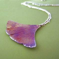 I am obsessed with ginkgo leaves, whether real, fresh, fallen, or in art and jewelry.  From: stylehive.com