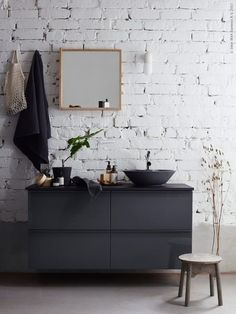 Dark bathroom - via Coco Lapine Design blog