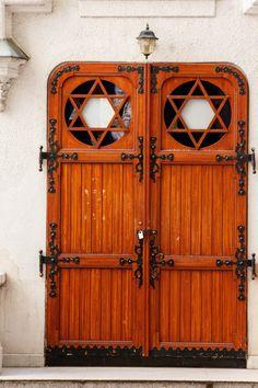 Porta em Budapeste, Hungria.  Fotografia: Donna Parrone no Flickr.