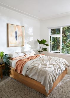 modern bohemian bedroom decor wall paneling houseplants Carefully curated and enviously organised, the founder of Natalie Marie Jewellery welcomes us into her Northern Beaches sanctuary—a pared-back beachside retreat designed with intention. Bedroom Hacks, Home Bedroom, Modern Bedroom, Modern Bohemian Bedrooms, Bedroom Ideas, Airy Bedroom, Master Bedrooms, Bedroom Inspo, Design Living Room