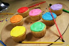 easy paint palette cupcakes for an art party