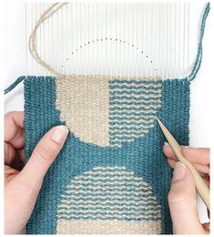 Weaving Loom Diy, Pin Weaving, Weaving Tools, Weaving Art, Weaving Patterns, Tapestry Weaving, Loom Weaving Projects, Small Tapestry, Weaving Wall Hanging