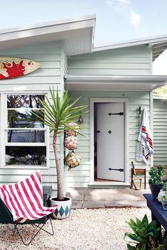 34 Popular Beach House Exterior Color - Home Design - Beach Cottage Style, Beach Cottage Decor, Beach Cottage Exterior, Coastal Cottage, Cottage Chic, Exterior Paint Colors, Exterior House Colors, Paint Colours, Home Design