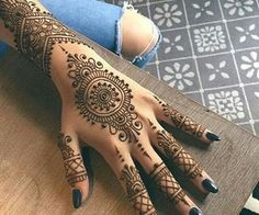 Henna Tattoos Designs & Ideas (Images For Your Inspiration) www.ultraupdate… Henna Tattoos Designs & Ideas (Images For Your. Henna Tattoo Hand, Henna Tattoos, Henna Body Art, Henna Art, Paisley Tattoos, Mandala Tattoo, Henna Mandala, Tattoo Hip, Tree Tattoos