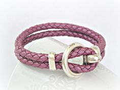 Awesome amethyst color... love the leather and the clasp... need this!