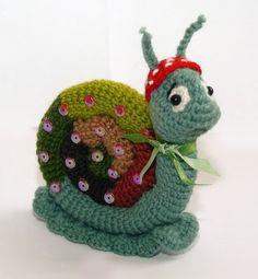 Adorable Snail  Ook leuk om te punneke Oogjes en sprietjes later opzetten