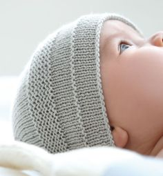 Modèles & patrons tricot layette – modèles tricot bébé Usually garter stitch makes me want to stab my eyes out, but this knit baby hat is pretty cute. Baby Knitting Patterns, Baby Hats Knitting, Knitting For Kids, Baby Patterns, Knitting Projects, Knitted Hats, Sock Knitting, Sweater Patterns, Knitting Tutorials