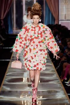 Moschino Fall 2020 Ready-to-Wear Fashion Show - Vogue Fashion Week, Daily Fashion, Runway Fashion, High Fashion, Fashion Hub, Bridal Fashion, Street Fashion, Moschino, Marie Antoinette