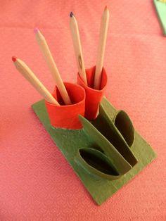 Riciclo creativo dei rotoli di carta igienica - Portamatite a forma di fiore