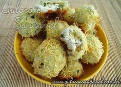 No #lanche temos estas Bolinhas de Queijo e Azeitona. Bem recheadas, fáceis, originais, deliciosas e assadas!  #Receita aqui: http://www.gulosoesaudavel.com.br/2011/10/13/bolinhas-de-queijo-e-azeitona/
